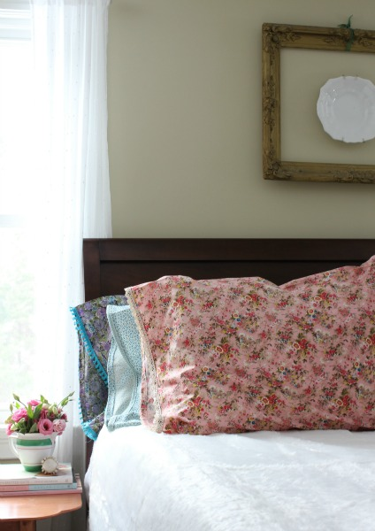 DIY: Lace Edge Pillow Case