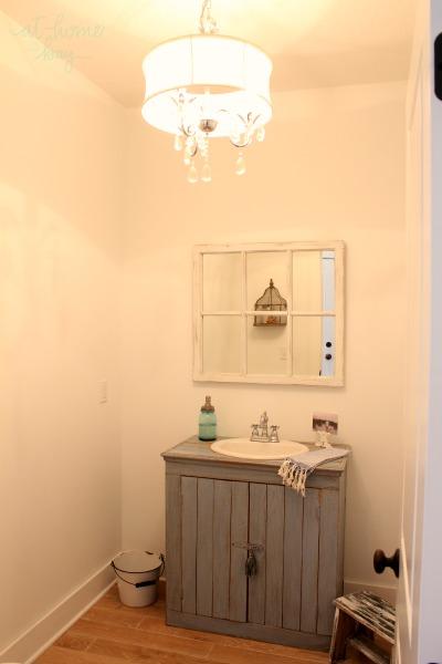 kelly's guest-bathroom