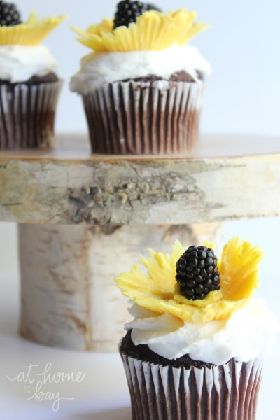 edible-sunflower cupcake-toppers