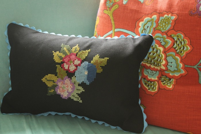 cross stitch pillow DIY
