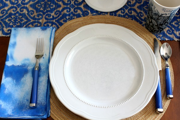 easy-tie-dye-napkins-table-setting (1)